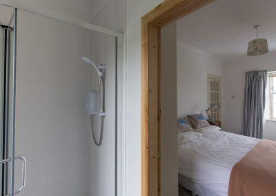 no70portellen-bedroom1-ensuite-shower